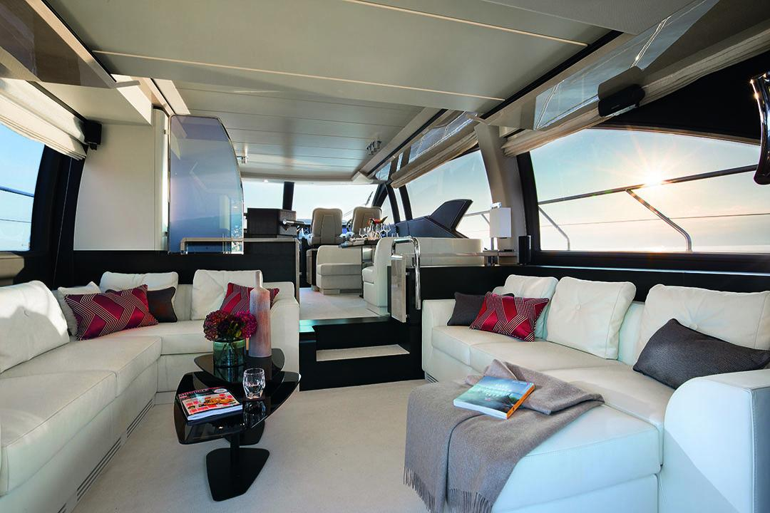 azimut 66_salon with electrical frosting divider on