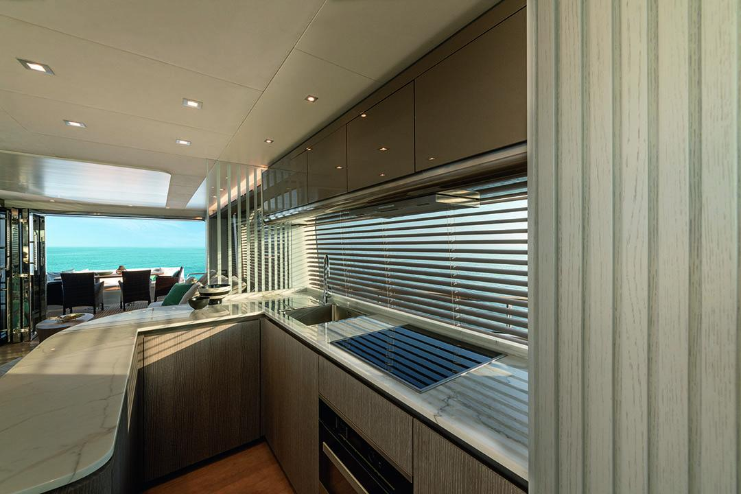 08_mcy76_galley