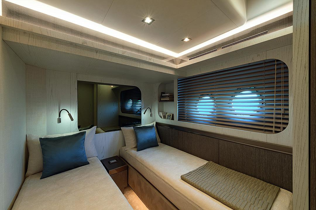 23_mcy76_guest_cabin